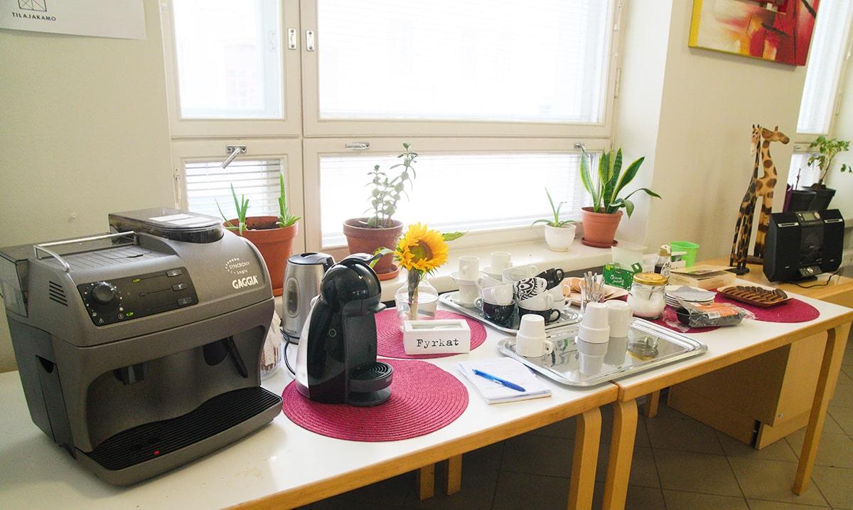 Kahvipöydän tarjontaa Tsänssissä.
